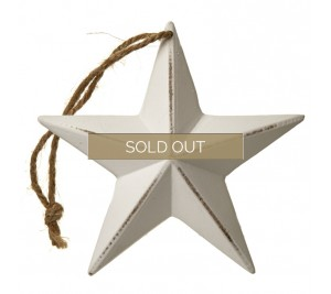 A chic 3D wooden star decoration with a distressed finish